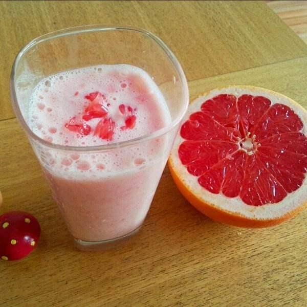 红西柚酸奶昔