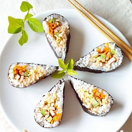 日本风味的千岛鸡肉寿司