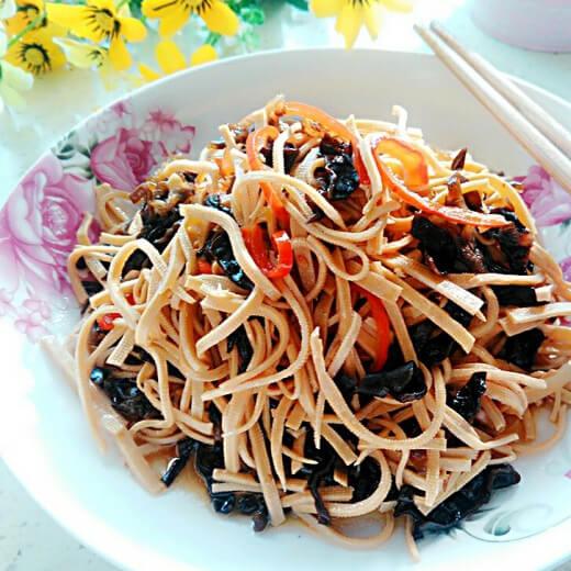 黑木耳炒豆腐丝