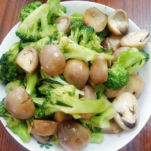 草菇烩西兰花