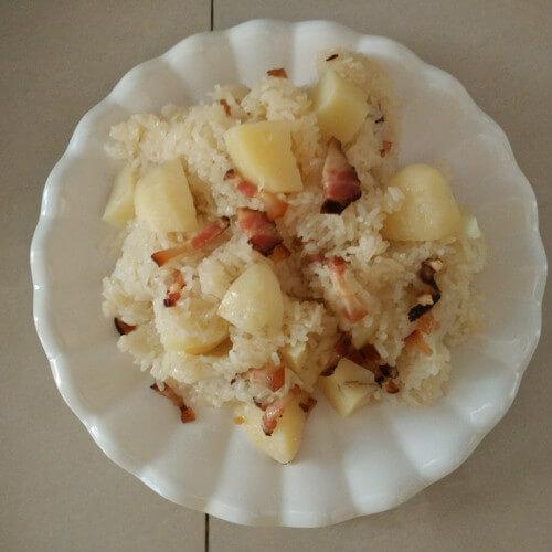 腊肉土豆焖锅巴饭