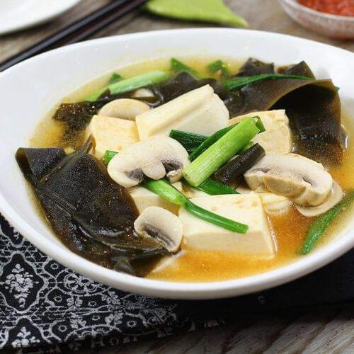 美味的豆腐海带汤
