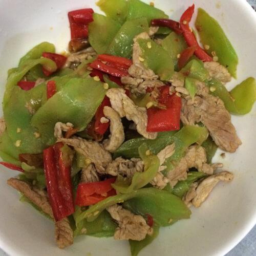 木耳莴笋炒肉的做法