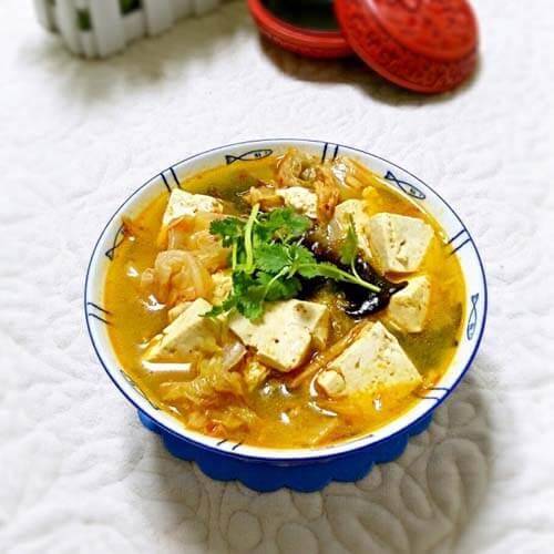 辣白菜炖豆腐汤