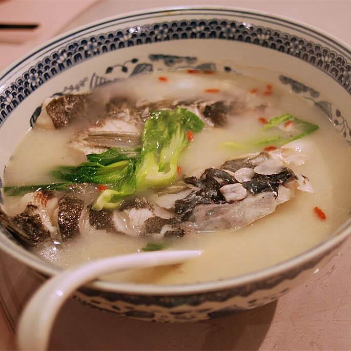 酸菜炖鱼头