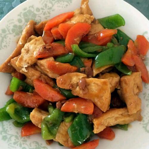 干豆腐炒尖椒胡萝卜