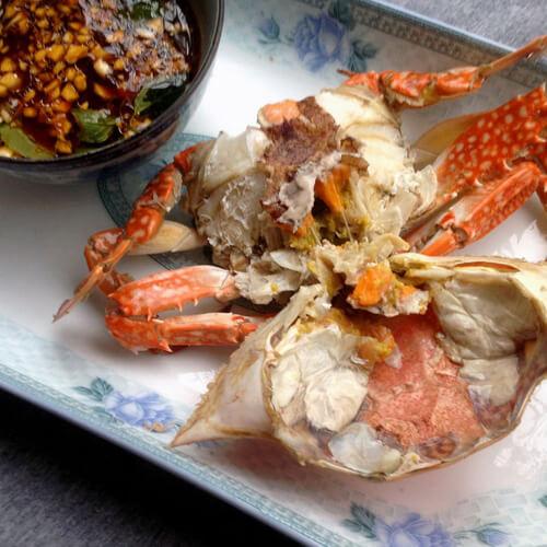 油豆腐金针菇煮螃蟹
