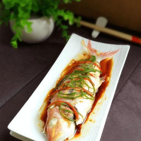 家常菜清蒸红衫鱼