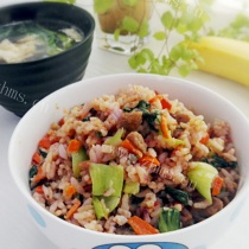 蔬菜鲜肉炒饭