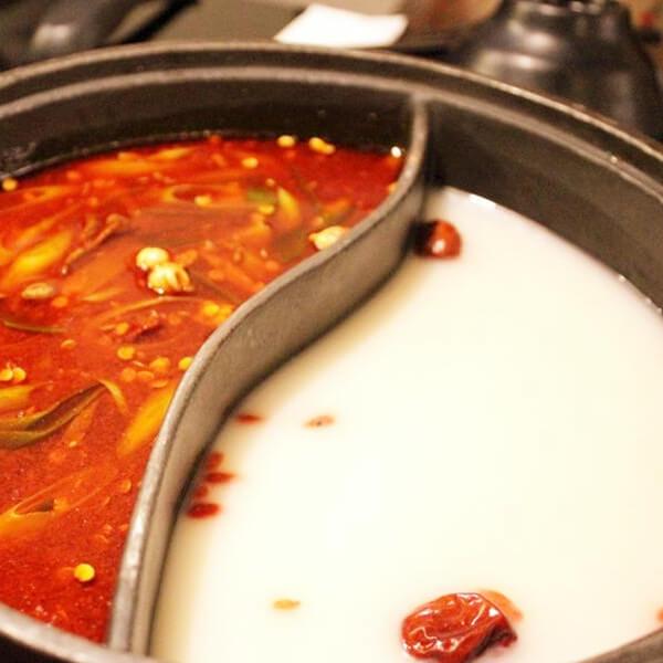 美味的麻辣鸳鸯鱼火锅