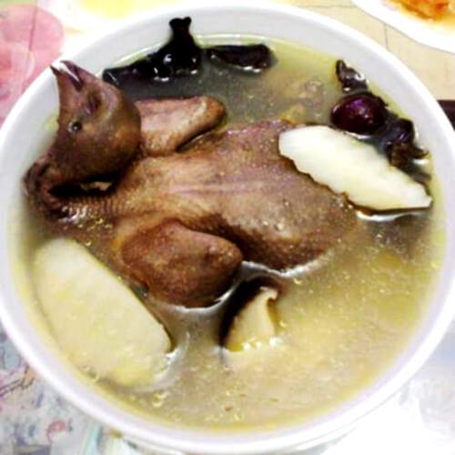 好吃的香菇木耳鸽子汤