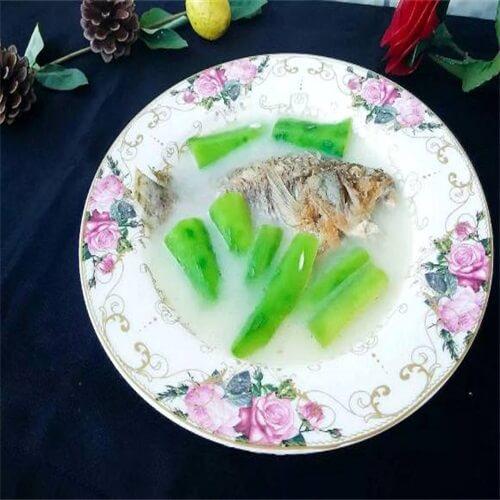 胜瓜炖鱼汤