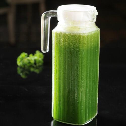 鲜榨芹菜汁