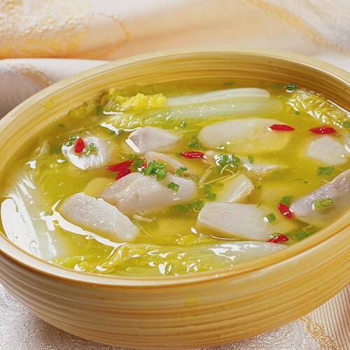 鲜美的莲藕玉米鸡汤煲