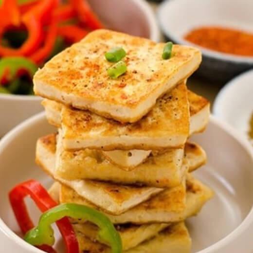美味的素煎嫩豆腐