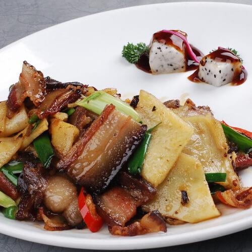 砂锅烧腊肉