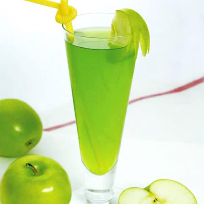 鲜榨苦瓜芹菜汁