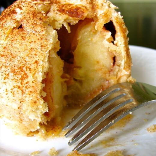 健康的无油酸奶苹果蛋糕
