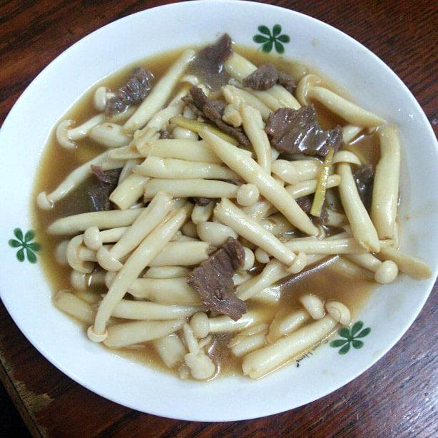 海鲜菇烩牛肉
