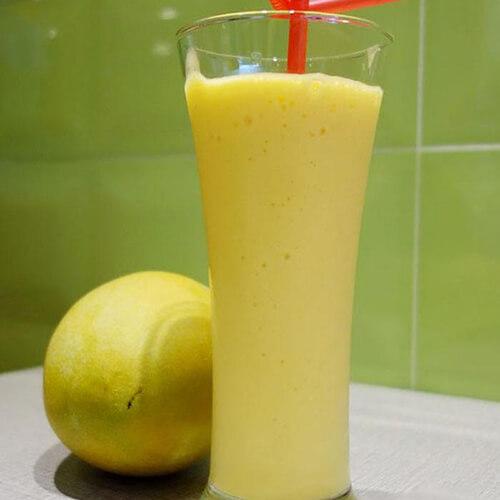 甜美鲜榨蜂蜜牛奶香蕉西红