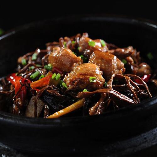 小公鸡烧茶树菇