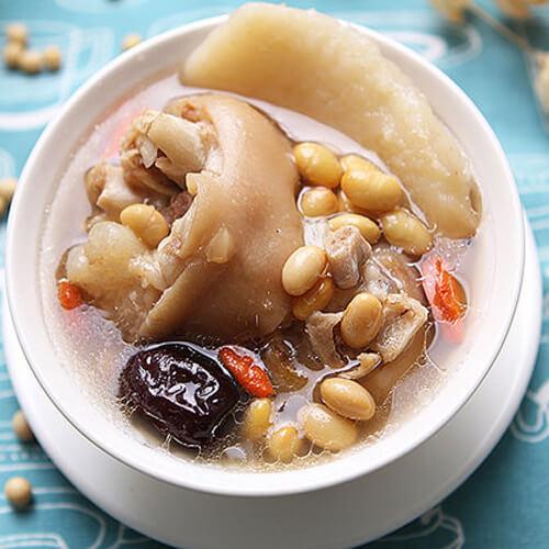 家常酱色猪蹄炖黄豆