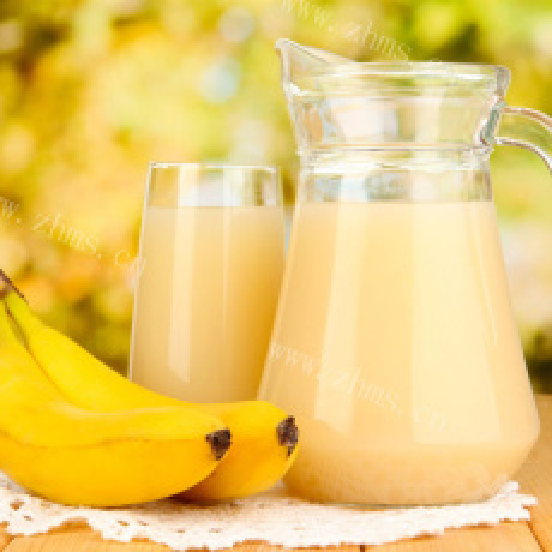 热腾腾的香蕉牛奶