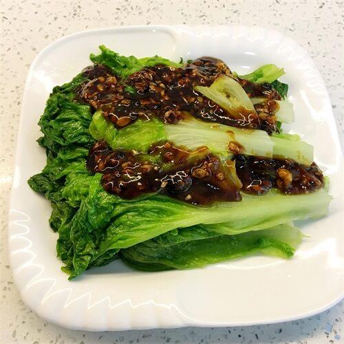 可口的蒜沫蚝油生菜