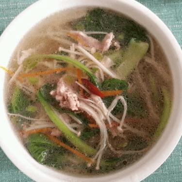 美味的金针菇瘦肉汤