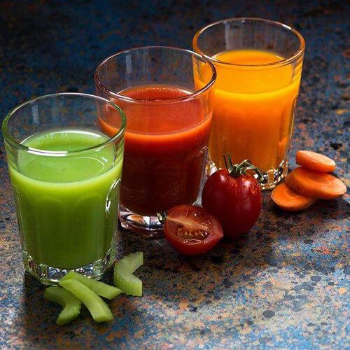鲜榨萝卜芹菜汁