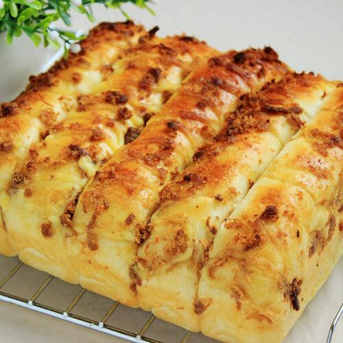沙拉肉松排包