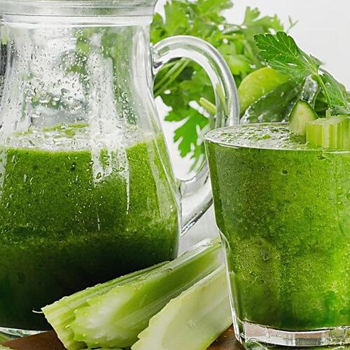 鲜榨蜂蜜苦瓜芹菜汁