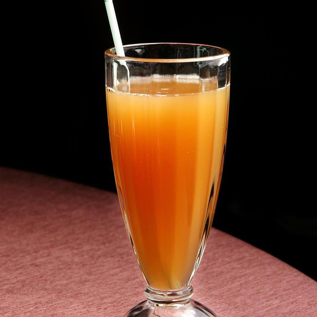 鲜榨胡萝卜西红柿汁