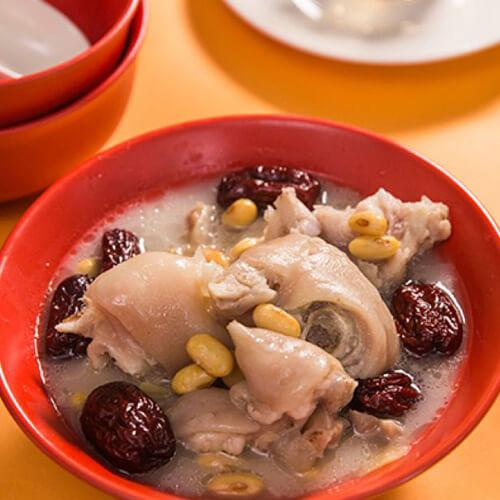 银耳莲藕红枣汤