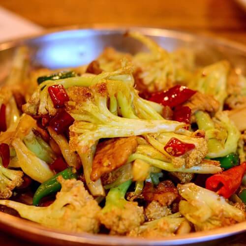 常吃不腻的菜花炒肉