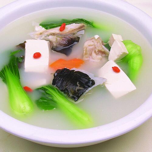 鲈鱼骨豆腐汤
