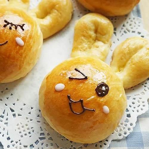吃手的萌兔子面包