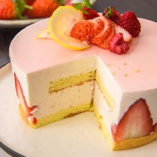 美味的火龙果纯酸奶慕斯