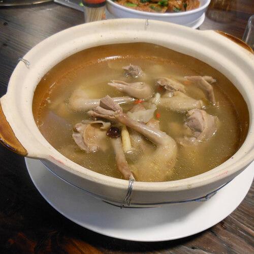 香菇木耳鸽子汤
