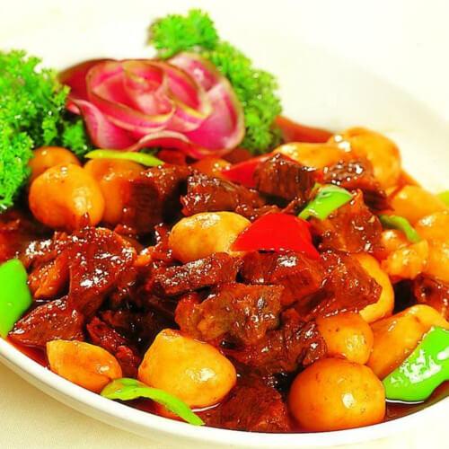 美味的卤牛肉炖小土豆