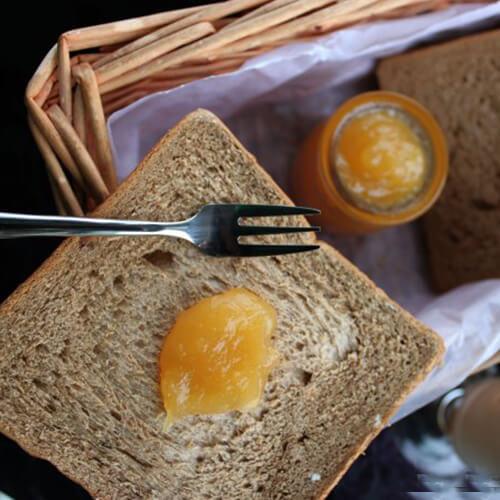 黑芝麻苹果酱扭扭面包