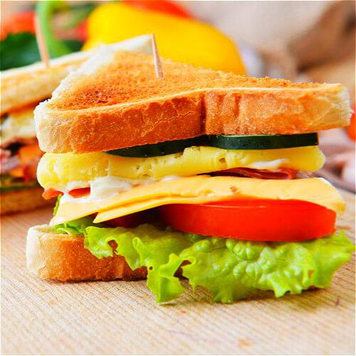 健康果蔬三明治早餐