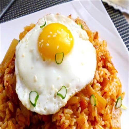 鸡蛋泡菜培根饭团