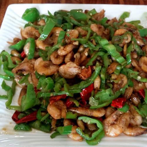 美味的青椒炒红虾米