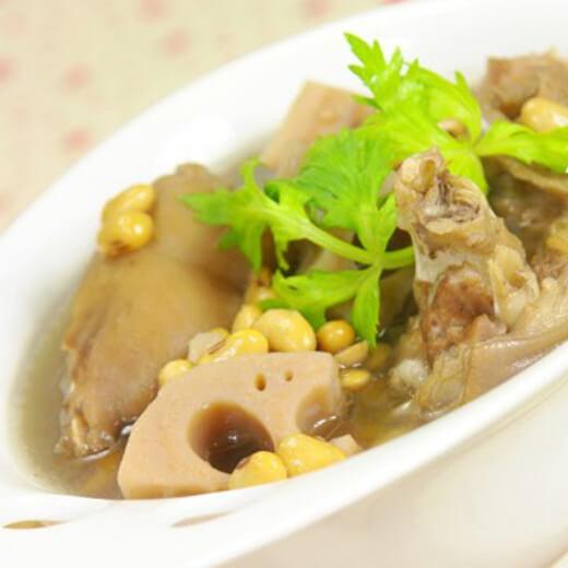 莲藕黄豆猪蹄汤