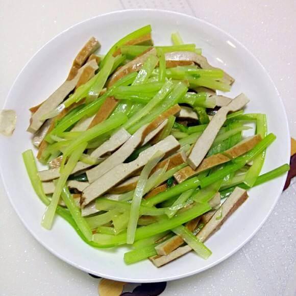 清炒芹菜豆干