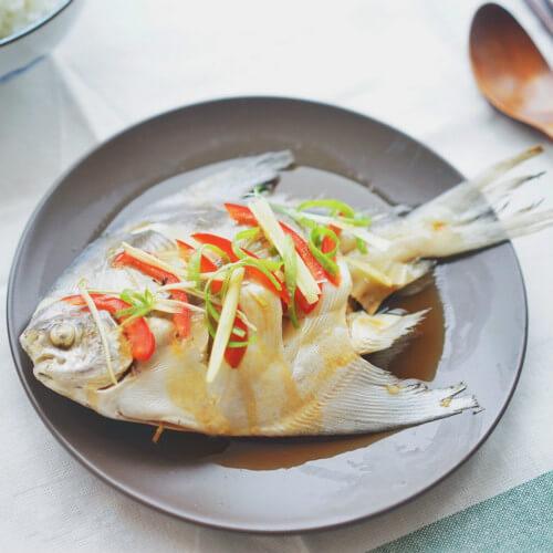 家常菜清蒸平鱼