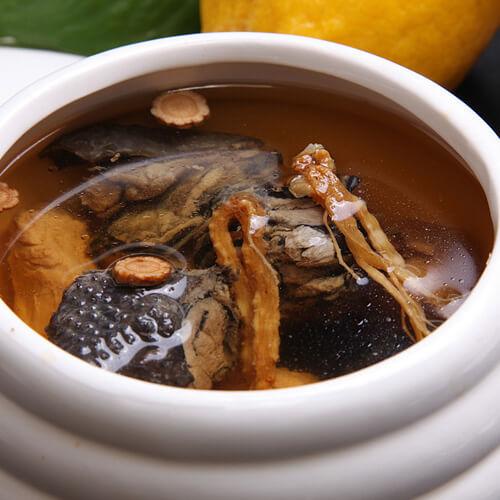 砂锅煲枸杞乌鸡汤