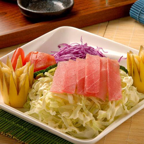 可口的金枪鱼沙拉
