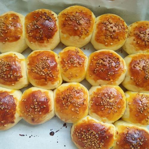 好吃的肉桂葡萄干小面包